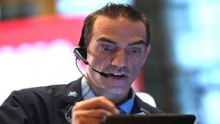 """""""كورونا"""" يهدّد أرباح الشركات الأميركية والبطالة تتزايد"""