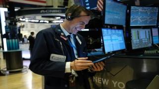 الأسهم الأميركية تتجاهل كورونا… ومخاوف من انهيار يفاجئ الجميع