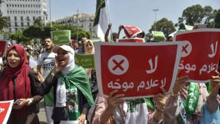 الجزائر تواصل تضييق الخناق على الصحافة