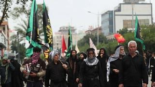رجال دين شيعة: التوقي ضد كورونا استهانة بقدرة الأئمة على الشفاء