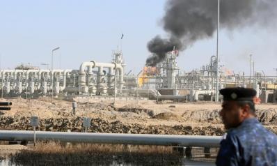 هبوط أسعار النفط يهوي بإيرادات العراق للنصف