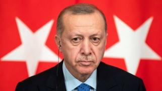 الاتحاد الأوروبي يلوّح بخفض مساعدات اللاجئين قبل زيارة أردوغان
