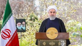 روحاني يترك المكابرة ويطالب الأميركيين برفع العقوبات