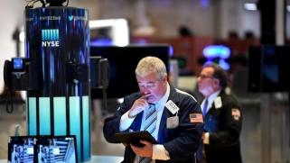 ضغوط متزايدة على أسواق النفط وسط توقعات الانكماش