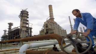 انهيار النفط يخنق الاقتصاد العراقي المأزوم