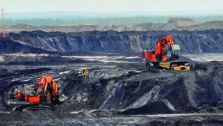"""تستهدفه السعودية وروسيا.. هل يسقط """"النفط الصخري الأميركي"""" ضحية حرب الأسعار؟"""