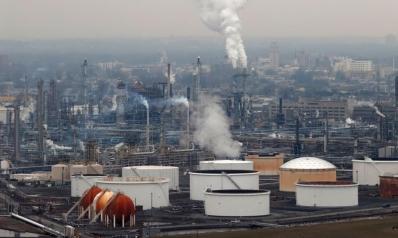 انهيار أسعار الخام الأميركي.. ترامب يدرس وقف شحنات النفط السعودي ويعلن ملء المخزون الإستراتيجي