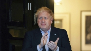 القلق يوحّد البريطانيين مع جونسون بعيدا عن الاختلاف السياسي