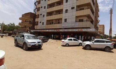 الخبز والوقود والغاز.. أزمات تهزم قرار حظر التجول الشامل في الخرطوم