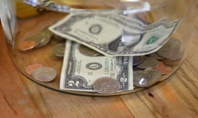 الدولار ملاذ آمن في عهد انهيار النفط… والذهب يتراجع