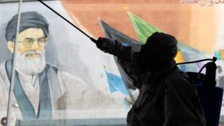 «الحرس الثوري» الإيراني يهمّش الحكومة بالتعبئة التي أطلقها لمكافحة فيروس كورونا