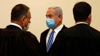 نتنياهو يلعب دور الضحية في أولى جلسات محاكمته بالفساد