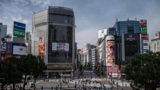كورونا.. اليابان ترفع حالة الطوارئ ودول تخففها والتصعيد يتواصل بين بكين وواشنطن