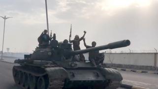 اليمن.. هدوء حذر في أبين ومحافظ شبوة يهاجم إيران والإمارات