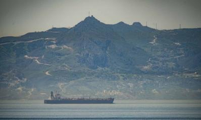 وصول ناقلة نفط إيرانية إلى المياه الفنزويلية في تحدّ صريح لواشنطن