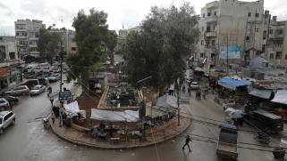 مع دخول رمضان.. السوريون يغرقون بين كورونا وارتفاع الأسعار