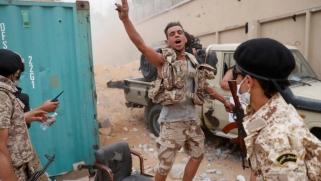 ليبيا.. قوات الوفاق تتقدم بمحيط مطار طرابلس وإيطاليا تدعو للإسراع بتعيين مبعوث أممي