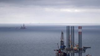 هل يتجاوز النفط صدمة الانهيار ويلامس 40 دولارا؟