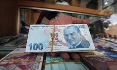الأتراك يتخلصون من الليرة في أكبر موجة هروب جماعي منذ أزمة 2017