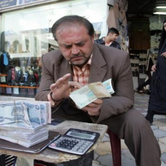 Iraq is considering cutting the dinar as difficult options to face the financial crisis