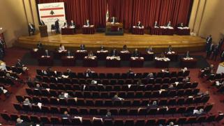 """لبنان يغرق في """"الفوضى السياسية"""" بموازاة العقوبات الأميركية"""