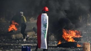 العراق.. إضرام النار بمقر فصيل موالٍ لإيران