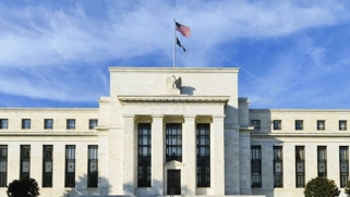 المركزي الأمريكي: الإجراءات الطارئة ستستمر حتى تتحسن الظروف