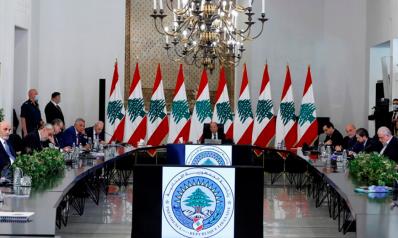 """""""حزب الله"""" المربك بالأزمة الاقتصادية اللبنانية نظم خطوات التهدئة السياسية"""