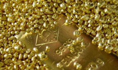 الذهب يسجل أعلى مستوى في شهر وتنامي مخاوف الفيروس يدعم الطلب