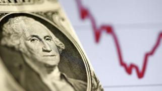 الدولار يتمسك بالطلب على الملاذ الآمن مع تهديد ارتفاع الإصابات بكورونا للتعافي