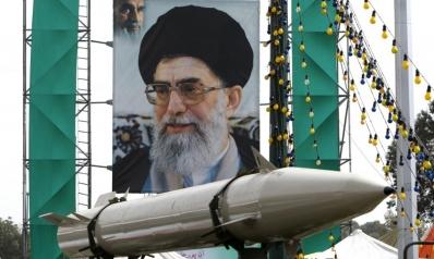 مسارات الولايات المتحدة لمد حظر الأسلحة على إيران وفرض عقوبات جديدة