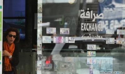 """""""فلتان"""" الدولار في السوق السوداء يُرعب اللبنانيين… والصرّافون يحتجّون"""