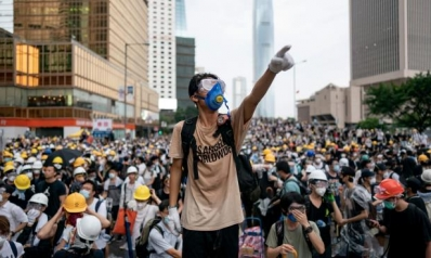 الدولارات تنفد من صرافات هونغ كونغ وسط حمى شراء وذعر مالي