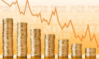 خفض نسب الفائدة لمواجهة انفجار الديون.. العالم يدخل عصر المال المجاني
