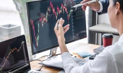 سوق البورصة.. كيف تستثمر في وقت يبدو المستقبل ضبابيا؟
