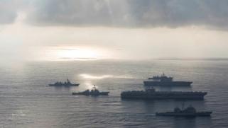 """""""قادرون على تدمير حاملتي الطائرات"""".. بكين تندد بالمناورات الأميركية في بحر جنوب الصين وتعتبرها تقويضا للسلام"""