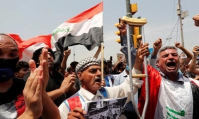 بعد ليلة دامية.. الشارع العراقي يشتعل والكاظمي يأمر بتحقيق بعد مقتل متظاهرين