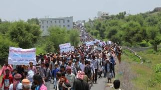 """تظاهرات شعبية في محافظات يمنية ضد تغول الإخوان في """"الشرعية"""""""