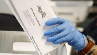 ترامب يلمّح إلى تأجيل انتخابات الرئاسة الأميركية