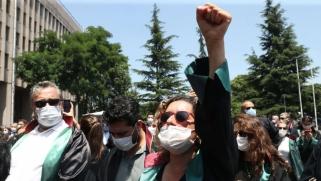 أردوغان يسعى لإخضاع القضاء بقوانين جائرة ضد المحامين