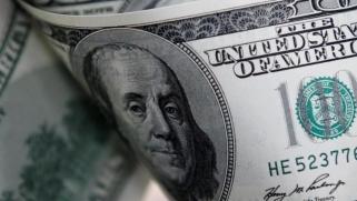 ما الذي يخسره الدولار من حروب التجارة بين واشنطن وبكين؟