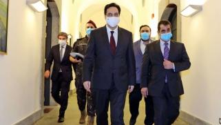 تخبط داخل حكومة دياب بعد اعتراف وزيرة الدفاع بإقفال المجتمع الدولي أبوابه في وجه لبنان