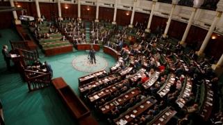 """""""استقالة وإقالة وفساد"""".. هل تنتهي أزمة تونس بتعيين رئيس حكومة جديد؟"""