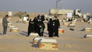 الموت يوحد العراقيين في مقبرة وادي السلام الجديدة