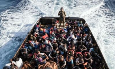 قوارب المهاجرين تعمق الأزمة السياسية في تونس