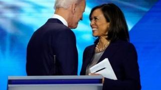 مقال بغارديان: بايدن اختار هاريس نائبة له ربما لتكون رئيسة لأميركا في 2024