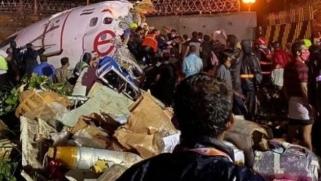 انشطرت إلى نصفين.. عشرات الضحايا بتحطم طائرة هندية
