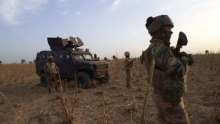 تمرد عسكري في مالي وأنباء عن محاولة انقلاب