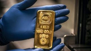 هل الارتفاع الصاروخي للذهب يمثل بداية رحلة الهبوط التاريخي للدولار؟