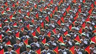 إيران بين إنقاذ الاتفاق النووي وتمديد حظر الأسلحة